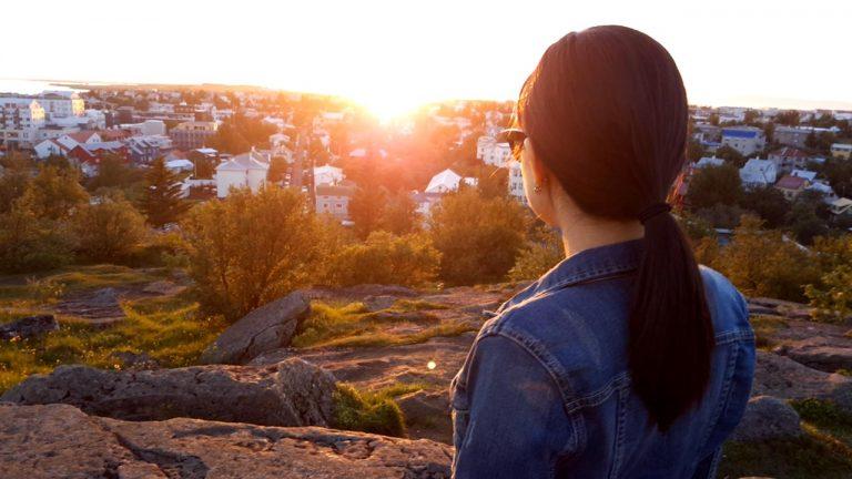 """如何""""挺过""""冰岛的午夜阳光"""